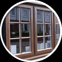 Раскладка Дополнительное декорирование окон при помощи специальных раскладок, позволяющих придать оконным конструкциям необычный эстетичный вид.